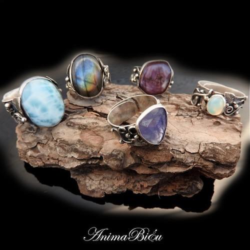 Ręcznie robione pierścionki i obrączki - kamienie szlachetne, ich znaczenie i właściwości.