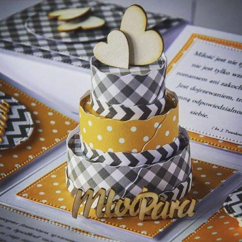 Kartka z życzeniami ślubnymi z motywem tortu