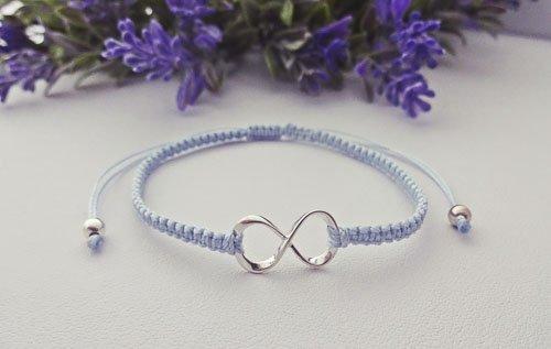 błękitna bransoletka makramowa z symbolem nieskończoności
