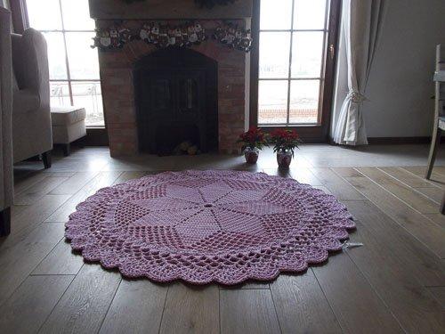 różowy okrągły dywan