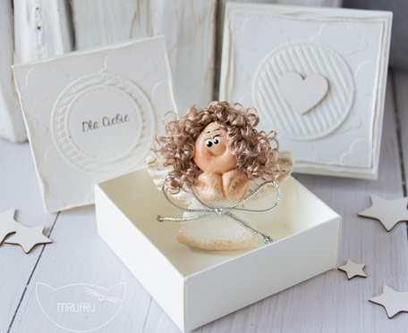 Aniołek Stróż z kartką w mini pudełeczku (a04)
