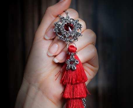 Naszyjnik wisior czerwony chwost stal nierdzewna handmade