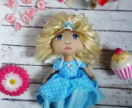 Królewna Z Anielskimi skrzydłami niebieska
