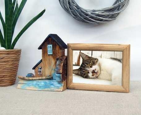 Drewniana ramka na zdjęcie, z domkami