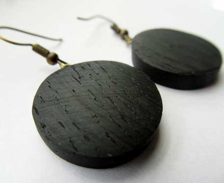 Drewniane kolczyki kółka czarny dąb średnie
