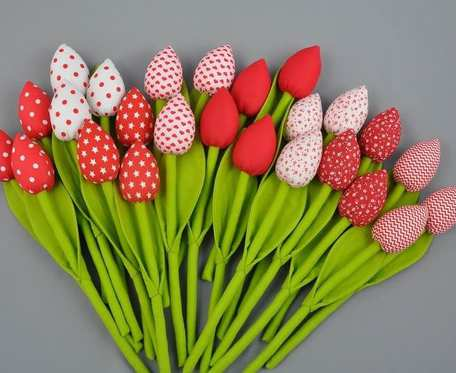 Tulipany z materiału, szyte czerwone