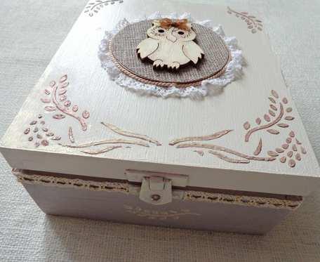Drewniane pudełko w beżach