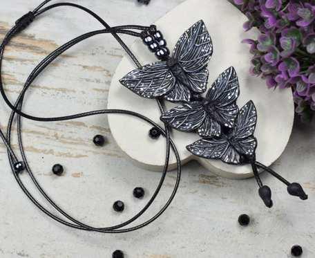Długi wisiorek z motylami - wisiorek motyle