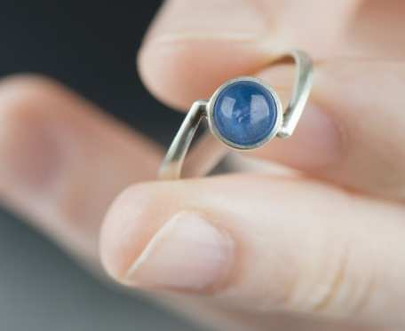 Srebrny pierścionek z kyanitem