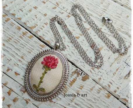 medalion z Różą Małego Księcia