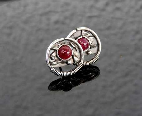 Kolczyki srebrne wkrętki z rubinami