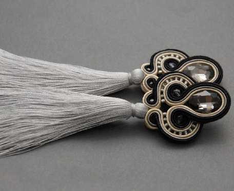 szaro-czarne kolczyki lub klipsy sutasz z chwostami