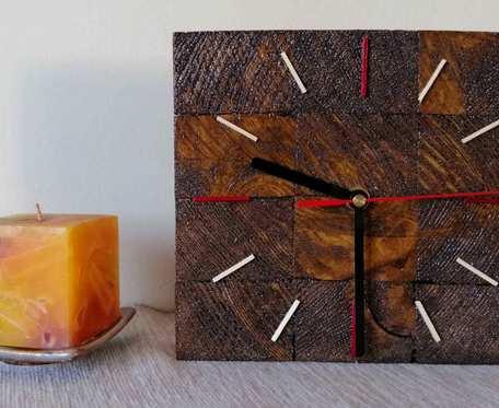 Zegar stojący drewniany kostka