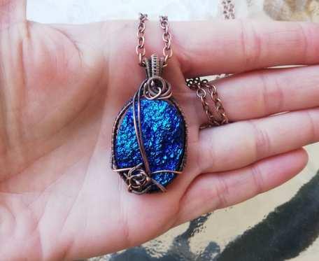 Naszyjnik z niebieskim agatem titanum