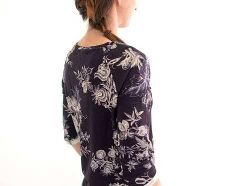 Bluza ciemna w kwiaty