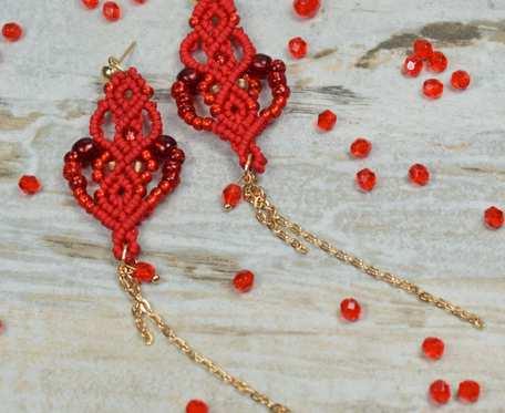 Długie kolczyki z łańcuszkiem, czerwone
