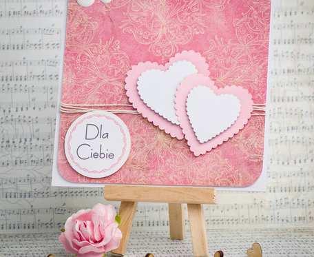 Kartka walentynkowa z sercami i napisem Dla Ciebie