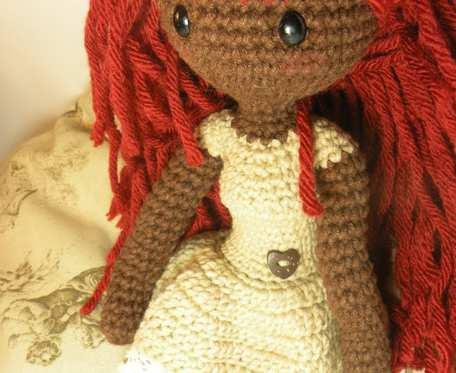 Ciemnoskóra lalka Amigurumi wysokość 35 cm