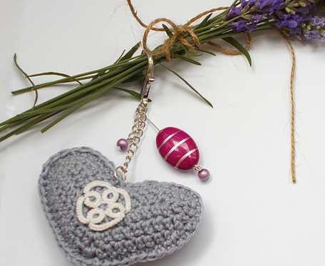 Breloczek Love with Lavender szydełkowe serce z frywolitką