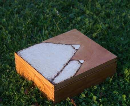 drewniane pudełko z przegródkami