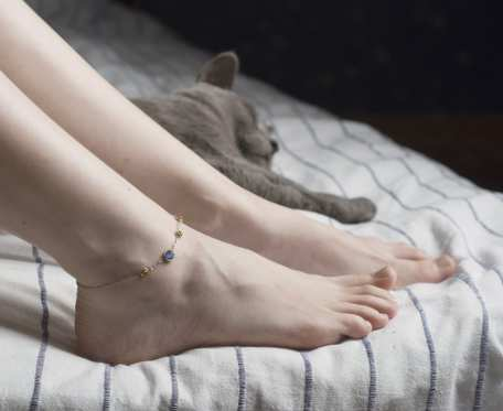 Łańcuszek na nogę z bursztynami