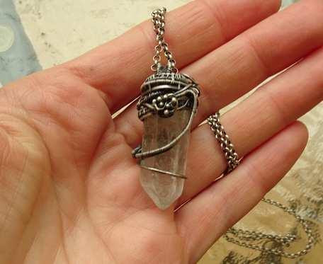 Srebrny naszyjnik z kryształem górskim