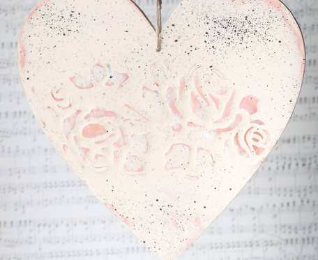 Zawieszka serce w stylu shabby chic różowa okrągła - dekoracja walentynkowa i nie tylko