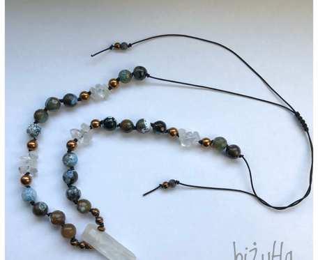 Naszyjnik z aurą anielską, agatem i howlitem miedzianym oraz kryształem górskim na sznurku w stylu boho