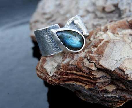 Obrączka srebrna z labradorytem