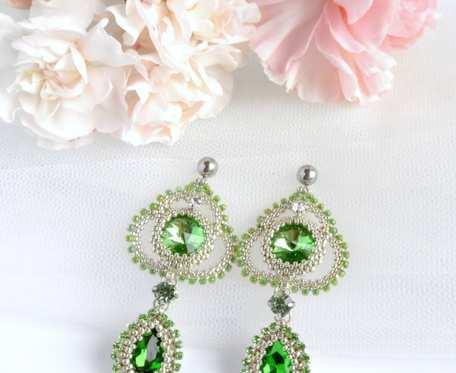 Spring 01 - ażurowe kolczyki beading z kryształkami w kolorze Greenery
