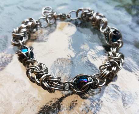 Bransoletka chainmaille szeroka z niebieskim hematytem_v2