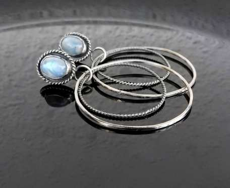 Kolczyki srebrne koła z kamieniem księżycowym