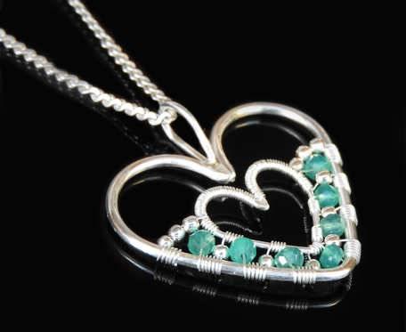 Wisiorek serce z zielonym onyksem