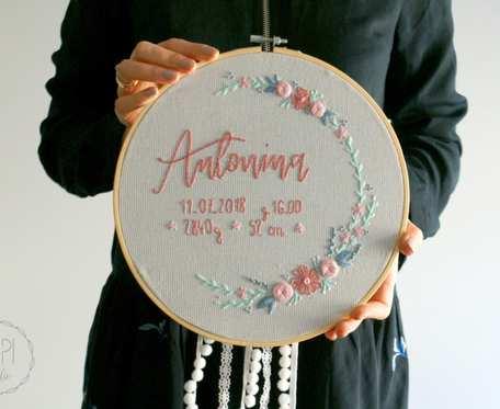 Ręcznie haftowany tamborek - metryczka