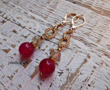 różowy jadeit w złocie