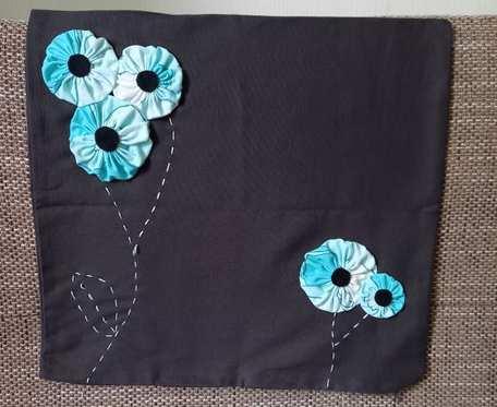 Poszewka w kwiaty czarna 2