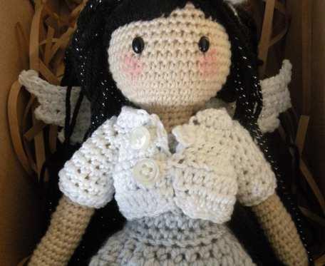 Amigurumi lalka ze zginającymi się rękami- ciemnoskóra zginająca się lalka
