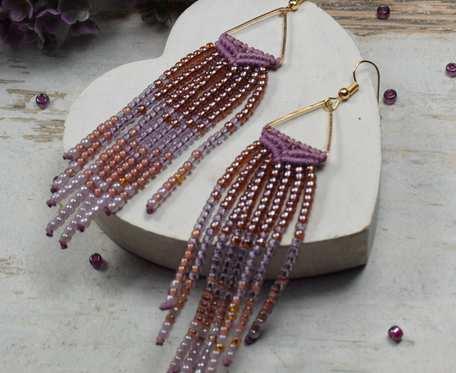 Długie kolczyki w stylu boho w odcieniach fioletu i wrzosu - kolczyki indiańskie