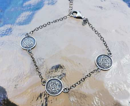 Bransoletka srebrna z małymi monetami