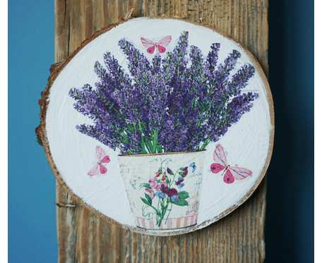 Obrazek z kwiatami w wazonie w technice decoupage na drewnianym plastrze