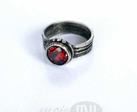 Krąg czerwieni - pierścionek