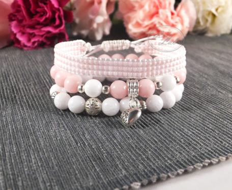 Zestaw bransoletek w odcieniach bieli i różu