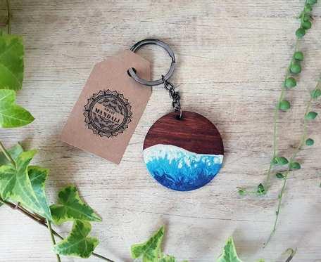 Drewniany breloczek 5cm - Przypływ Ciemnoniebieski