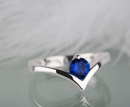 Srebrny pierścionek zaręczynowy z szafirem