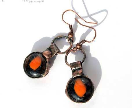 Jednooki pomarańcz - wiszące kolczyki ze szkła i miedzi