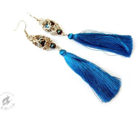 Niebieskie kolczyki chainmaille z chwostem