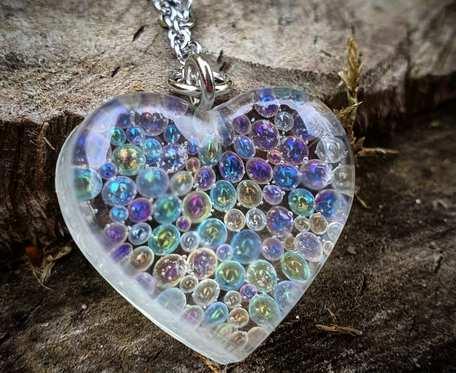 Wisiorek, serce z magicznymi bąbelkami