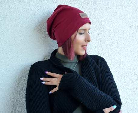 Kolorowa czapka beanie uniwersalna bordowa