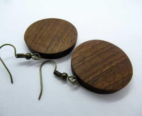 Drewniane kolczyki kółka orzechowe średnie