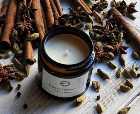 Zapachowa świeca sojowa CZARNY KARDAMON